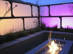 Brilliant Landscape Design Idea for Small Yard : Creative Lighting And A Fire Pit On A Contemporary Patio Ideas Small Yard Landscaping, Small Backyard Gardens, Large Backyard, Rooftop Garden, Modern Landscaping, Fence Design, Patio Design, Screen Design, Firepit Design