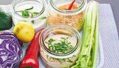 Pro někoho může být předvelikonoční doba opravdu dlouhá, stejně tak i pro mě. Tím myslím hlavně vymýšlení nových jídel bez masa. Brambory, rýže, těstoviny. Stále dokola. No, tak si tu vegetariánskou přestávku pěkně zpestříme! Jak? Garam Masala, Salad Dressing, Fresh Rolls, Tahini, Barbecue, Cabbage, Salads, Healthy Recipes, Vegan