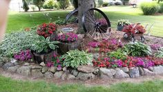 38 Amazingly Green Front-yard & Backyard Landscaping Ideas Get Basic Engineering, Home Design & Home Decor. Amazingly Green Front-yard & Backyard Landscaping Ideasf you're anything like us, y Garden Yard Ideas, Garden Trees, Lawn And Garden, Outdoor Landscaping, Front Yard Landscaping, Outdoor Gardens, Corner Landscaping Ideas, Landscaping Borders, Landscaping Around Trees
