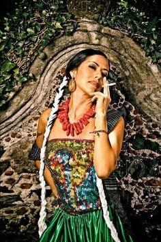 Latina Massage Aloha Tube