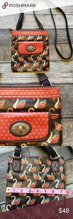 FOSSIL KeyPer crossbody Swan patterned crossbody with adjustable strap. Front flap turnlock pocket. Zipper closure on main compartment. Great condition Fossil Bags Crossbody Bags