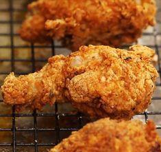Pollo Popeyes, Popeyes Fried Chicken, Fried Chicken Drumsticks, Crispy Fried Chicken, Chicken Gravy, Chicken Nuggets, Roasted Chicken, Grilled Chicken, Homemade Kfc Chicken Recipe
