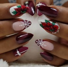 Christmas nails inspirations for the holidays - VanityFair.it - Unghie natalizie ispirazioni per le feste – VanityFair.it Christmas nails Nail Art Noel, Xmas Nail Art, Xmas Nails, Winter Nail Art, Holiday Nails, Winter Nails, Christmas Nails, Christmas Ideas, Nails Inc