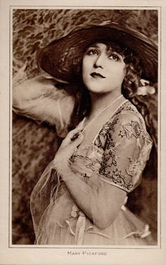 MARY PICKFORD 'America's Sweetheart' Silent Star 'Pictures Portrait Gallery (Minkshmink Vintage Postcard Collection on pinterest)