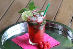 Le mojito #framboises : une alternative originale au #mojito traditionel. #cocktail #rhum (photo: Marie Charest - Remarke) Cocktails, Cocktail Drinks, Alternative, Desserts, Food, Rum, Drinks, Craft Cocktails, Meal