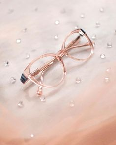 CAROLINE ABRAM sur Instagram: In the mood for a delicate look ? Zoe is your perfect match ! Light pink acetate and blue detail. #carolineabram #eyewear #lunettes Your Perfect, Perfect Match, Round Glass, Eyewear, Delicate, Mood, Detail, Glasses, Pink