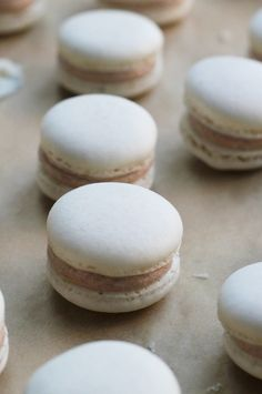 snickerdoodle macarons Need a new way to enjoy your favorite cinnamon sugar cookie? These snickerdoodle macarons are IT! French Macaroon Recipes, French Macaroons, French Recipes, Baking Recipes, Cookie Recipes, Dessert Recipes, Dinner Recipes, Just Desserts, Delicious Desserts