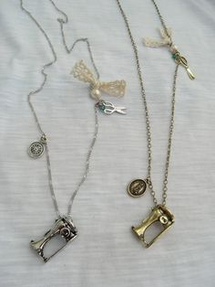 Colar Máquina de Costura (prateado e dourado)   www.airu.com.br/loja/dixiearte