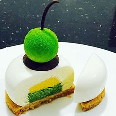 Pastry Art by chef @wylin #pastrychef #patisserie #pastrylove #pastrylife #yummy #instagood #insta #instafood #amazing #follower #fan #tutorial #baking #paris #pic #foodgasm #partage #chocolate #chocolates #delicious #picture #delights #desserts #yummyyummy #food #pastryvideos