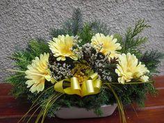 Dušičková miska Grave Flowers, Funeral Flowers, Monster High Characters, Sympathy Flowers, Arte Floral, Ikebana, Flower Power, Floral Arrangements, Diy And Crafts