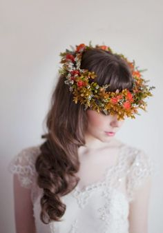 Although one typically thinks of spring for floral halos, fall brides can also add a touch of whimsy to their look. Just like this full statement crown from Magnolia Rouge. PC: Benjamin and Elise