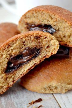 Jak upiec dobre ciasto drożdżowe z mąki pełnoziarnistej - Na półsłodko Sweet Desserts, Dessert Recipes, Sugar Free Sweets, Bagel, Food And Drink, Low Carb, Tasty, Bread, Drinks