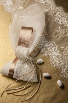 Beautiful wedding favor - bomboniere with satin and lace