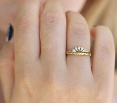 Take her breath away with this nature inspired moissanite engagement ring set from Camellia Jewelry. It features a realistic branch rose gold band that is festooned with delicate leaf accents. Simple Wedding Bands, Art Deco Wedding Rings, Wedding Rings Vintage, Wedding Jewelry, Gold Wedding, Wedding Band Sets, Wedding Decor, Wedding Reception, Wedding Venues