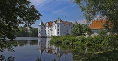 www.gluecksburg-urlaub.de Moated castle Glücksburg