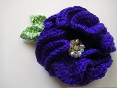 Crochet Peony Brooch Tutorial. Now I know what to do with great grandma's old costume jewelry clip on earrings.