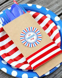 Pretty, patriotic place settings! Perfect for your Fourth of July BBQ, and so easy to re-create. Use Avery full-sheet labels for the fun label, or design your own using Avery round labels and free designs at avery.com/print.