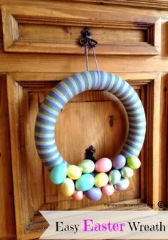 The New Modern Momma • Easy #Easter Wreath {Tutorial} #Crafts #DIY