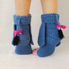 Eeyore knitted donkey socks from Winnie the Pooh! Eeyore knitted donkey socks from Winnie the Pooh! Yarn Projects, Knitting Projects, Crochet Projects, Knitting Patterns, Disney Crochet Patterns, Crochet Crafts, Yarn Crafts, Knit Crochet, Wool Socks