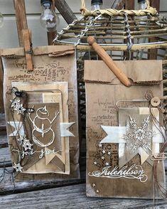 Jeg fortsetter med mine julepuslerier, og gaveposer er noe jeg lager mye av til jul. Disse er såpass store at det fint går en aller så… Paper Bag Crafts, Gift Bags, Merry Christmas, Shabby, Scrapbooking, Cards, Gifts, Paper, Christmas Craft Show