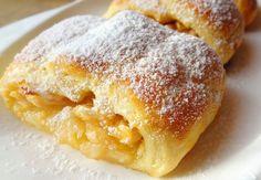Делюсь рецептом очень вкусных яблочных рулетиков. Вихоснове— нежное песочное тесто насметане,которое великолепно дополняет сочная иароматная начинка изсвежих яблок! Обязательно попробуйте! Пирог сяблоками Ингредиенты Для теста 350г. муки 200г.сливочного масла(маргарина)