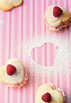 Bald ist Valentinstag! Wir wär's mit diesen süßen Whoopies? Das Rezept gibt's hier: http://www.gofeminin.de/kochideen/whoopies-rezepte-d58868c658028.html