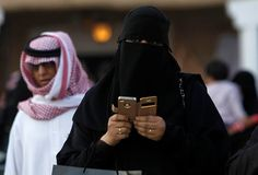 Increible!! mujeres que miren el móvil de su marido serán sometidas a azotes y penas de cárcel en Arabia Saudita