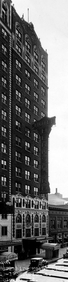1925 - Chicago Architectural Photographing Company, Northwest Architectural Archives. Ohio Street. Williams Hotel and Berkshire Hotel. S)