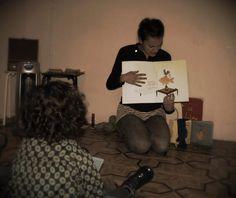 """Taller """"Prelibris"""" de Bruno Munari con familias y bebés desde 3 años, en La Malhablada (Salamanca) 3/1/2015 Microteatro, decoración, teatro, vintage, artes escénicas, arte, diy, teatro. Salamanca."""