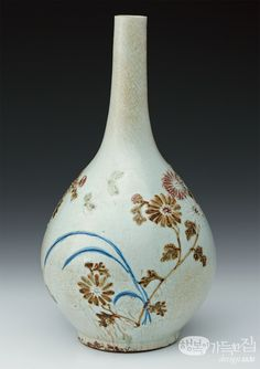 Blue and white Porcelain Bottle with Underglaze Iron and Copper, Joseon Dynasty, Korea, Kansong.
