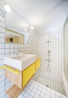70 Cool Colorful Bathroom Decor Ideas And Remodel for Summer Project 44 – Home Design Bathroom Interior, Modern Bathroom, Small Bathroom, Master Bathroom, Bathroom Colors, Colorful Bathroom, Bathroom Ideas, Bathroom Trends, Bathroom Toilets