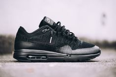 chaussure-nike-air-max-1-ultra-flyknit-noire-homme-et-femme-4