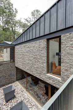 Casa MM by Elias Rizo Arquitectos is a Sophisticated Design of Wood, Stone and Steel Facade Design, House Design, Zinc Cladding, Zinc Roof, Architecture Résidentielle, West Home, Fibreglass Roof, Stone Facade, Forest House