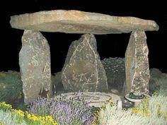 Resultados de la Búsqueda de imágenes de Google de http://www.mollygreist.com/dolmen_500.jpg