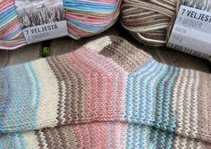 Vanuttunut Villasukka Knitting Socks, Knitting Stitches, Knitted Hats, Crochet Chart, Knit Crochet, Stitch Patterns, My Socks, Yarn Crafts, Socks