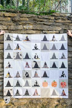 The Halloween Haberdashery Quilt; a fun Halloween sewing and quilting project featuring rows of Witch's Hat quilt blocks. #halloween