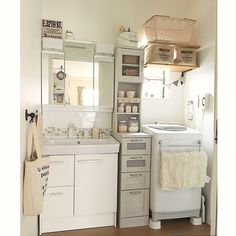 Interior example such as DIY-tile / natural / white / enamel bucket / ceria / . Tokyo Apartment, Japanese Apartment, Small Apartment Interior, Room Interior Design, Japanese Home Decor, Minimalist Room, Laundry Room Design, Aesthetic Rooms, House Rooms