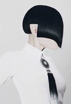 Whether it's simply adding bangs or cutting your hair short, your hair is desperately asking for a makeover this season. Find out which haircut you can pull off with confidence and will complement your wardrobe! Creative Hairstyles, Funky Hairstyles, Wedding Hairstyles, Medium Hair Styles, Short Hair Styles, Avant Garde Hair, Editorial Hair, Trending Haircuts, Wild Hair