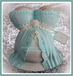 chique baby shower cake
