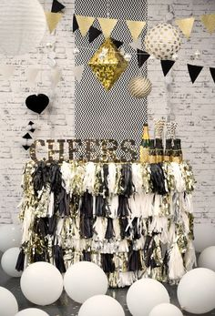 Create a Theme. A party is more fun when there's a theme. Pick a color combination such as black and gold to create a classy feel. Decorate by hanging lengths of curled ribbon or streamers throughout the room. Incorporate candles, balloons, and glitter into the mix.