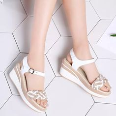 Fancy Shoes, Pretty Shoes, Beautiful Shoes, Cute Shoes, Sandals Outfit, Fashion Sandals, Fashion Boots, Ways To Lace Shoes, College Shoes