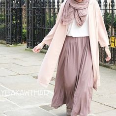 Street Hijab Fashion, Abaya Fashion, Muslim Fashion, Modern Hijab Fashion, Korean Fashion Dress, Women's Fashion Dresses, Skirt Fashion, Hijab Style, Hijab Chic