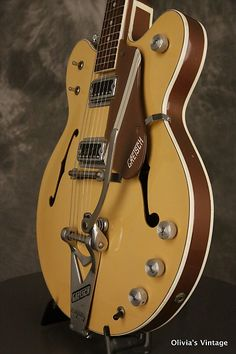 1967 Gretsch 6105 Rally in its original Bamboo Yellow/Copper Mist finish. It has a great playing neck with good frets. It's all original with the only exception being one switch tip. It's also 100% complete including its original hardshell case. This rare vintage Gretsch looks great with a chip i...