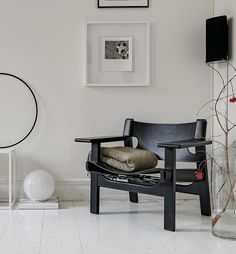 Spanish Chair by Børge Mogensen from Fredericia Furniture | Beautiful home in white - via Coco Lapine Design