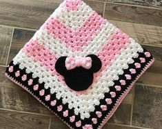 Crocheted Blanket with Crocheted Applique, handmade with love! *Baby Blanket Size is 30 Crochet Blanket Border, Crochet Blanket Patterns, Minnie Mouse Blanket, Baby Blanket Size, Crochet Disney, Handmade Baby Blankets, Manta Crochet, Crochet Yarn, Crochet Projects
