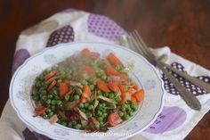 Salteado de guisantes, zanahorias, cebolla y bacon a la salsa de soja