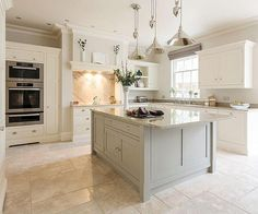 Luxury Kitchens Luxury kitchen Design - Luxurious Open Plan Kitchen By Tom Howley. Luxury Kitchen Design, Luxury Kitchens, Interior Design Kitchen, Cool Kitchens, Cream Kitchen Designs, Light Grey Kitchens, Tuscan Kitchens, Color Interior, Country Kitchens