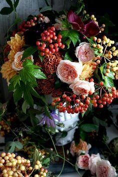 Gardening Autumn - autumn bouquet ॐ ✫ ✫ ✫ ✫ ♥ ❖❣❖✿ღ✿ ॐ ☀️☀️☀️ ✿⊱✦★ ♥ ♡༺✿ ☾♡ ♥ ♫ ♪ ♥❀ ♢♦ ♡ ❊ Have a Nice Day! ❊ ღ‿ ❀♥ ~ Su Oct 2015 ~ ~ ❤♡༻ ☆༺❀ .