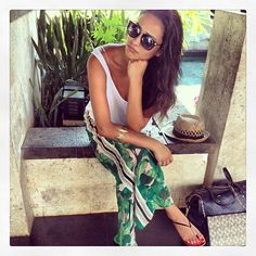 Shay Mitchell- perfect beach look.