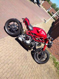 Ducati Cafe Racer, Motor Cafe Racer, Moto Ducati, Cafe Racer Girl, Custom Cafe Racer, Moto Bike, Cafe Racers, Monster Motorcycle, Ducati Monster Custom